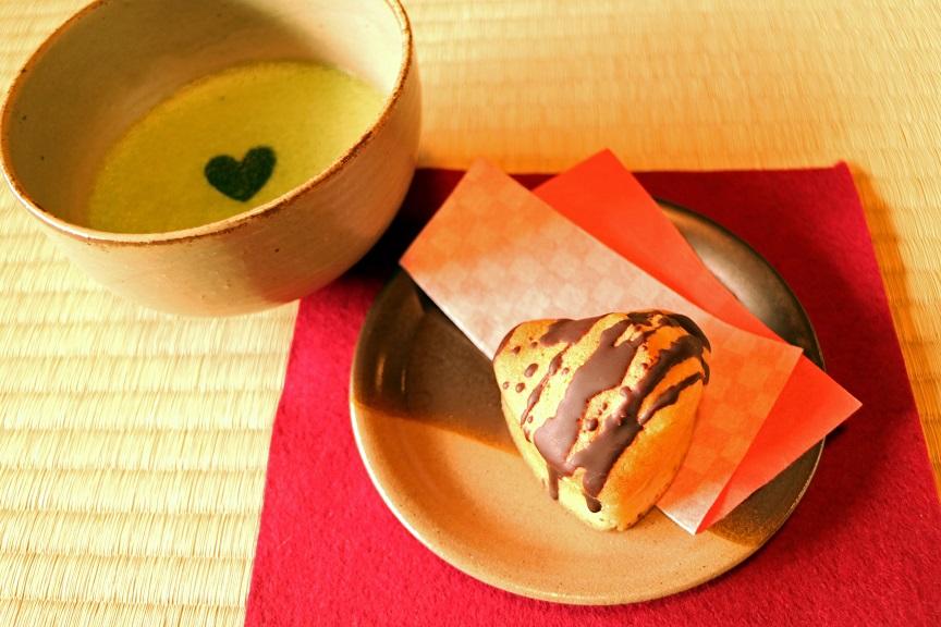 抹茶ラテと焼きドーナツ