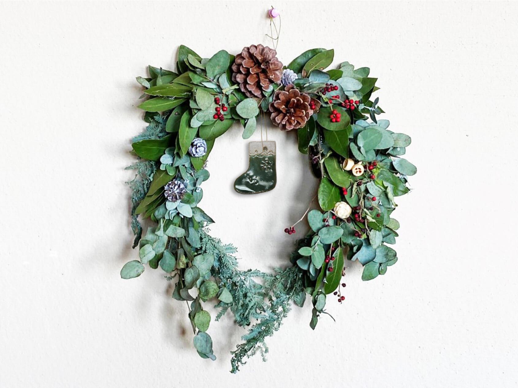 自然の素材で作るクリスマスリース